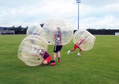 une mélée au bubble foot